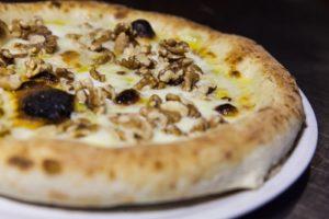 Pizzeria Fratelli Pummarò di Torino - Pizza Gorgo e Noci
